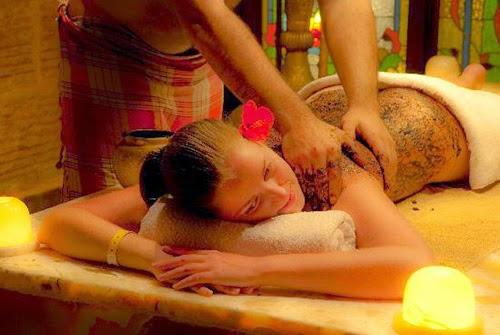 Massage với cà phê và dầu dừa